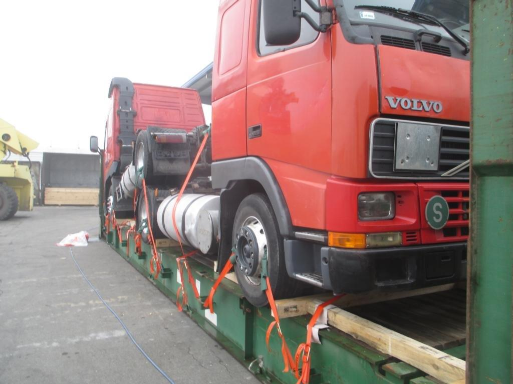 2 Trucks on 1x40' Flatrack - Hamburg to Jebel Ali